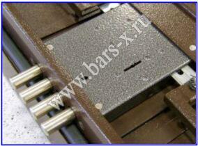 В дверном уголке есть только отверстия под защёлку-фиксатор и для засовов замка.  Сразу отмечу, что данный вариант...