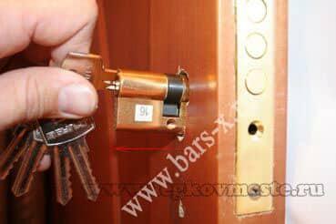 Видео замена личинки замка входной двери своими руками видео
