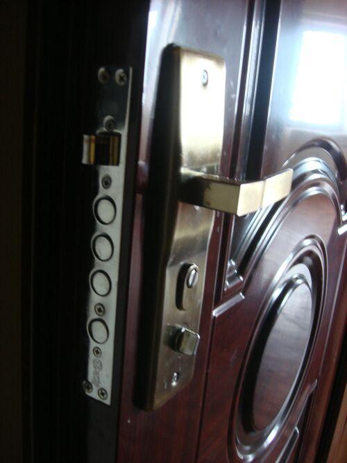 хочу заменить личинку замка входной двери, фото двери прилагается