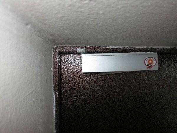 отваливается электронный магнитный замок на входной двери фото