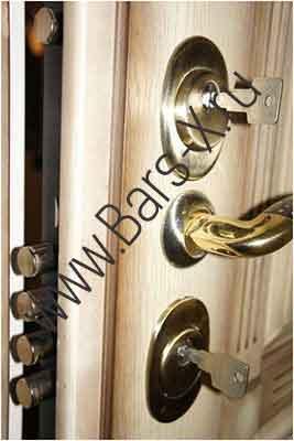 заменить дверной замок в металлической двери
