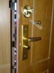 замена и установка замка металлической двери
