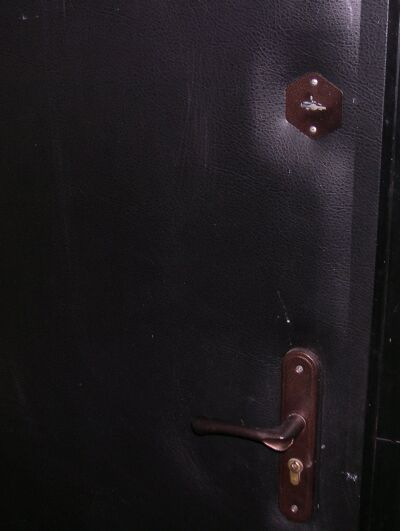 вскрыть дверь с двумя замками фото