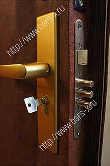 замена замка в двери проверенный мастер
