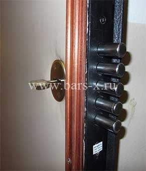 замена дверного замка металлической двери в москве